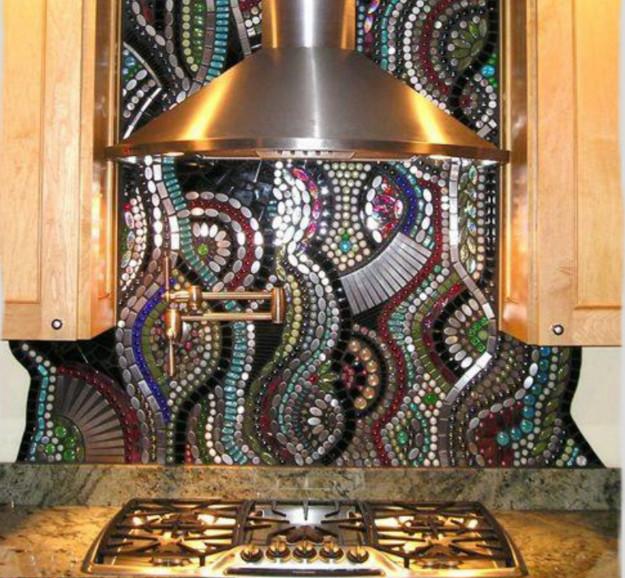 Газовая труба задекорированная мозаикой