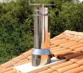 Труба возвышается на 50 см от крыши