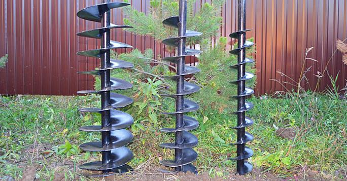 Буры для бурения скважин трех разных диаметров