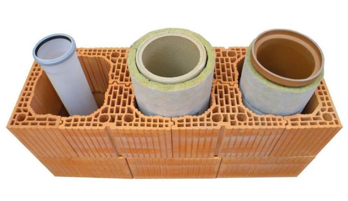 Керамическая труба в блоке из легких бетонов