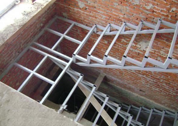 Лестница из прямоугольных труб