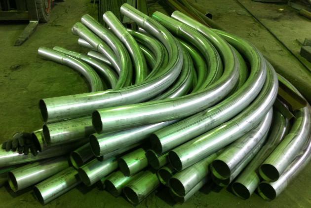 Согнутые трубы из нержавейки большого диаметра