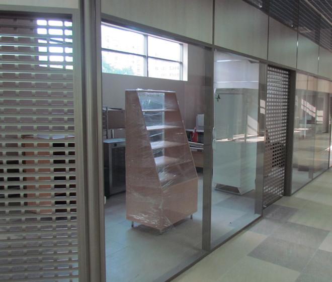 Двери и рамы из алюминиевого профиля