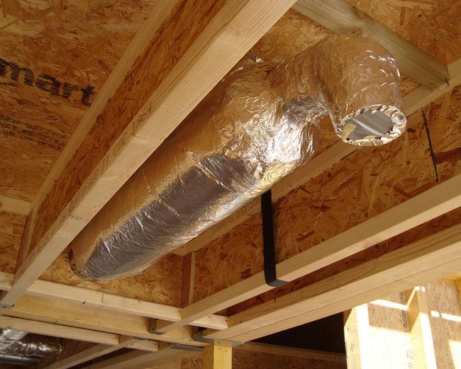 Утепленная вентиляционная труба под крышей
