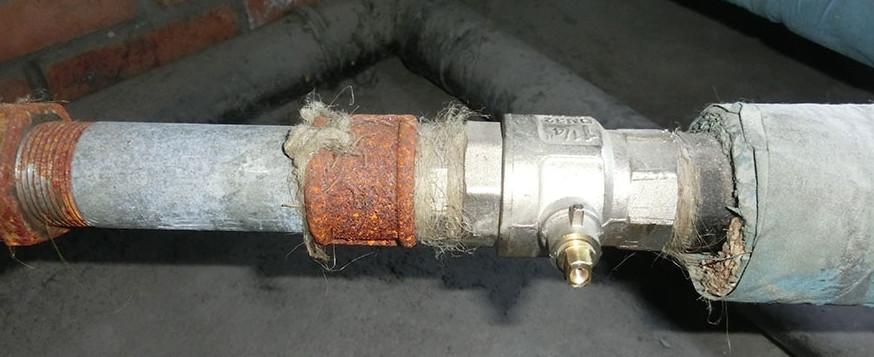 Резьбовое соединение с уплотнителем из пакли